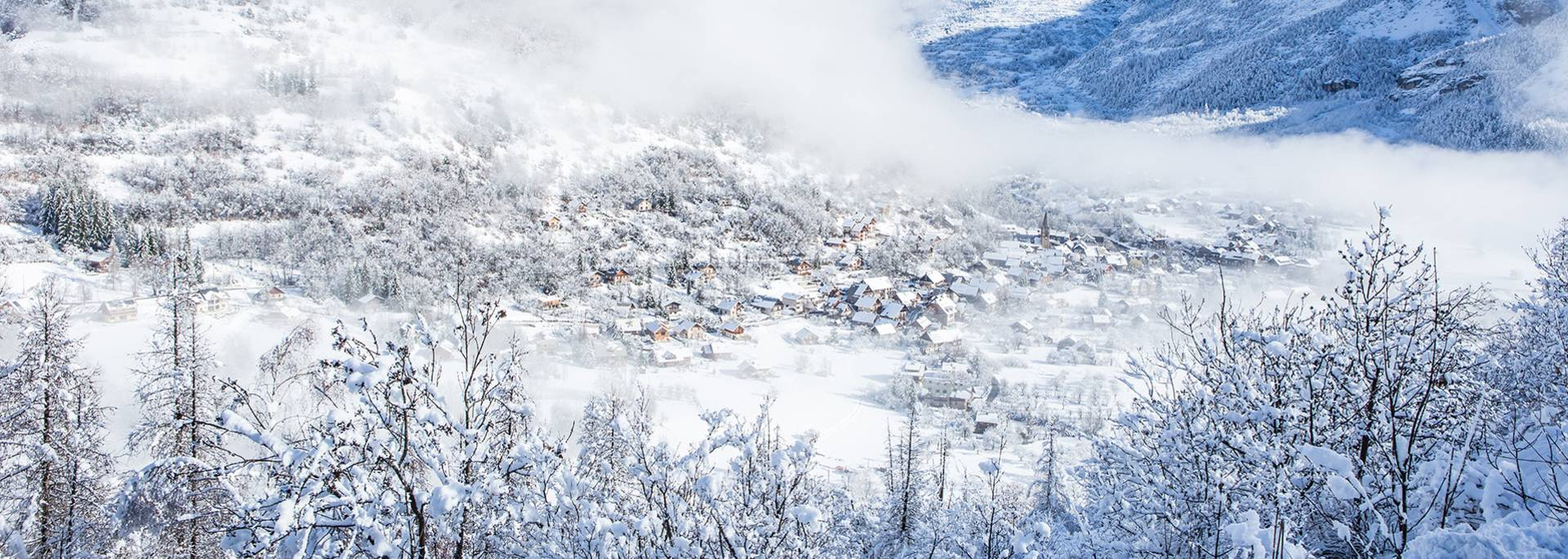 Vue sur le village de Vallouise depuis Puy saint Vincent