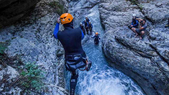 canyoning_fournel_groupe_sport_activite_montagne