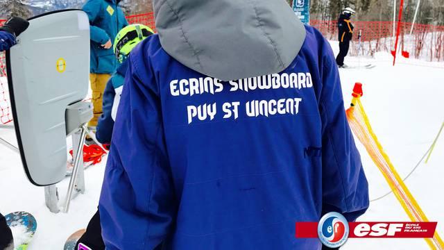 ESF coache les jeunes du Club Écrins Snowboard de Puy Saint Vincent