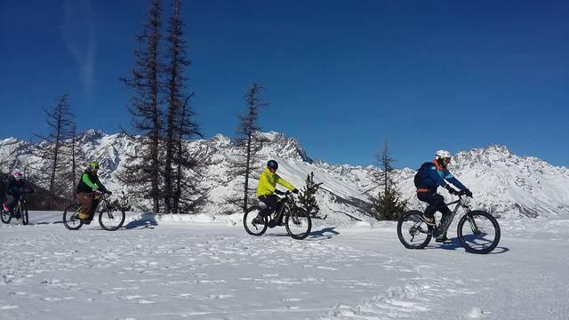 Fat bike électrique sur neige à Puy Saint Vincent