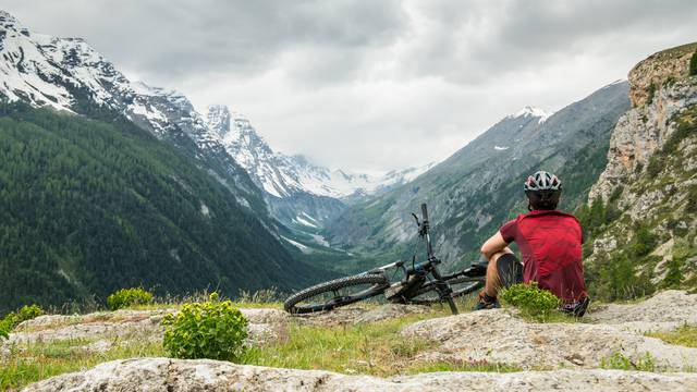 Discover a spectacular itinerary by bike in the heart of Pays des Ecrins