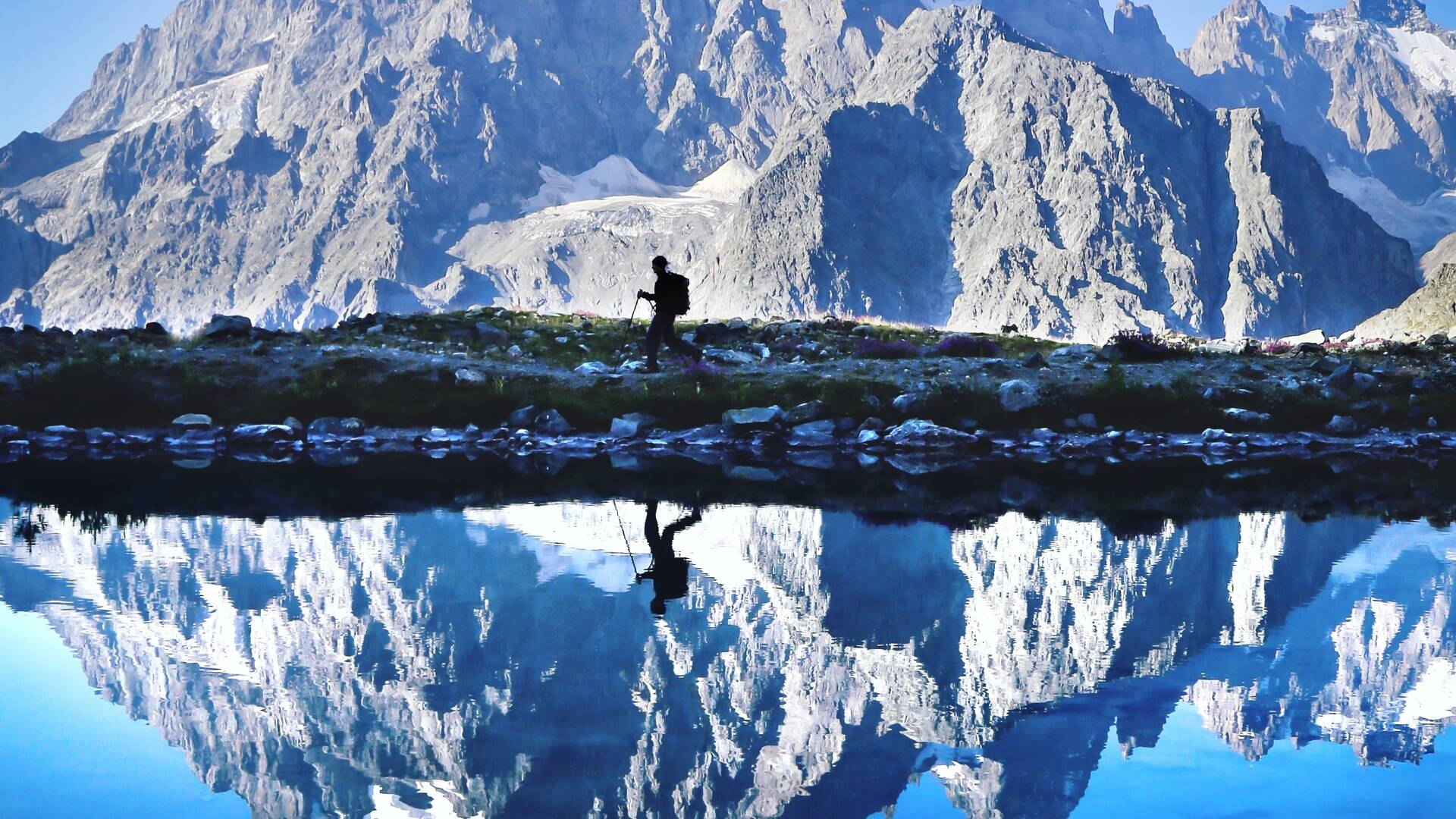 Reflet du Mont Pelvoux dans le lac Tuckett