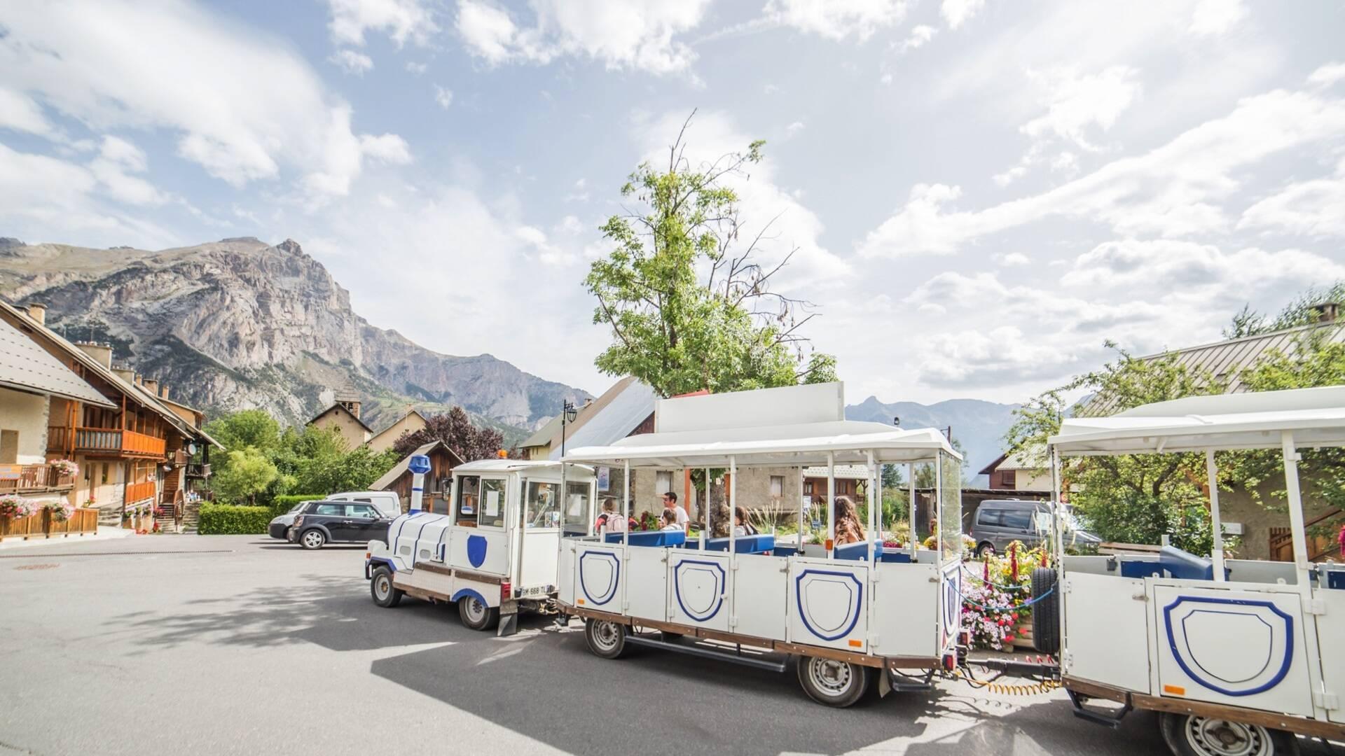 Le petit train touristique de Puy saint Vincent