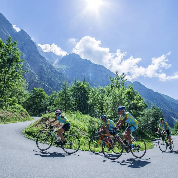 Vélo route au Pays des Ecrins @Jan Novak
