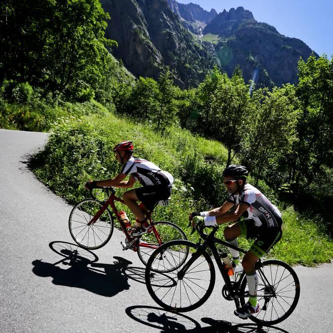 Cycliste au Pays des Ecrins